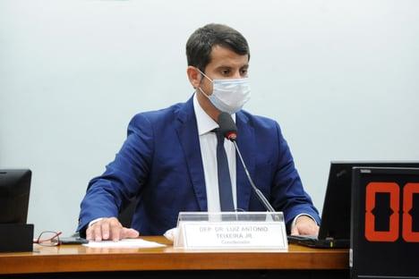 """Presidente da comissão da Covid na Câmara critica decisão de Queiroga: """"Gera insegurança"""""""