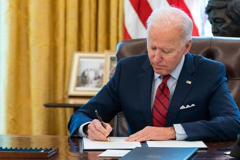Não deixaremos que nossa democracia seja afetada, diz Biden após encontro com Putin