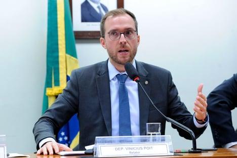 """Líder do Novo para Bolsonaro: """"Não fuja do país e não arregue da decisão"""""""