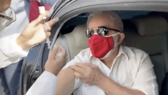 Lula recebe segunda dose da Coronavac