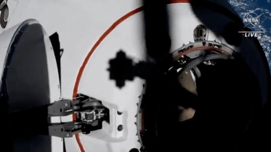 Nave da Space X com 4 astronautas chega à estação espacial