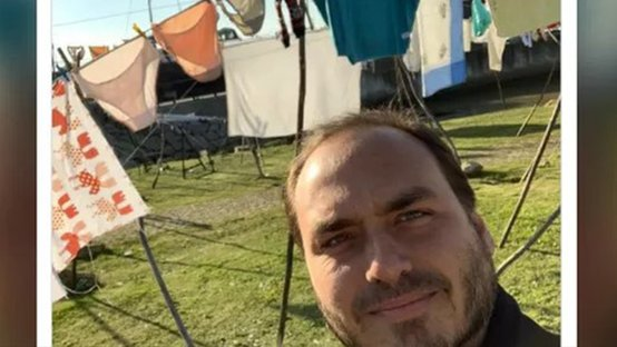 Chega de crachá: catraca livre para Carluxo