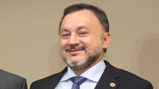 Ministro do TST morre por complicações da Covid