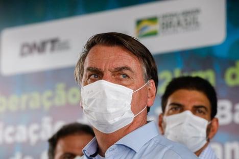 Reportagem da Nature diz que governo Bolsonaro agiu contra a ciência e piorou pandemia
