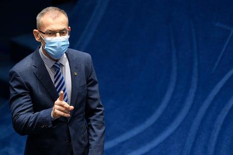 """""""Acotação do senador fisiológico nunca esteve tão alta"""", diz Contarato, sobre a tropa do cheque na CPI"""