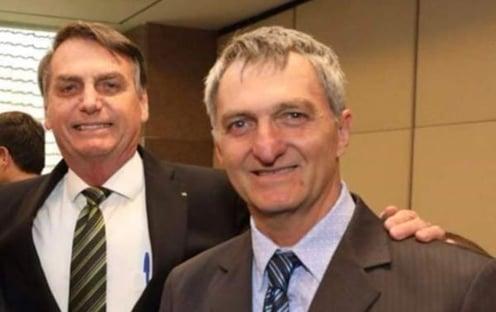 Bolsonaro escala irmão para resolver imbróglio de clubes de futebol