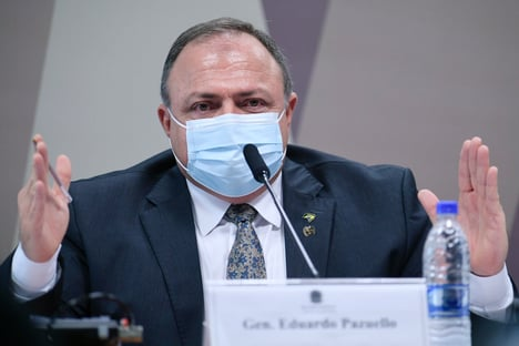 À PF, Pazuello tenta blindar Bolsonaro e envolve Elcio Franco