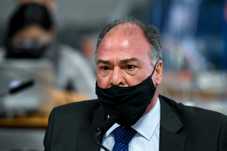 Líder do governo Bolsonaro reúne assinaturas em apoio a Mendonça