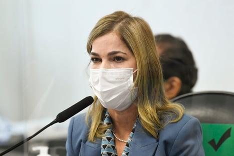 'Remédio não cura covid, mas reduz mortes', diz Mayra Pinheiro, sobre cloroquina