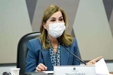 """""""Não me recordo"""", diz Mayra Pinheiro, sobre defesa de isolamento social por Bolsonaro"""