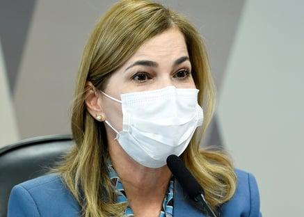"SUS pararia sem medicamentos off-label, diz ""Capitã Cloroquina"""