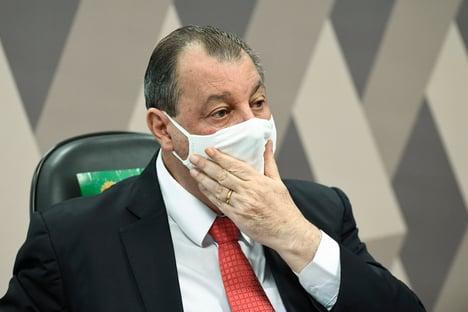 CPI da Covid: governadores pedem que Aziz reconsidere convocações