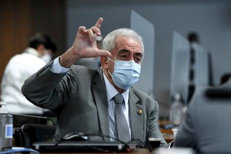 """""""É bala de prata"""", diz senador da CPI, sobre alertas a Bolsonaro de irregularidades na Covaxin"""