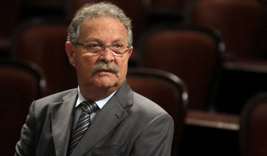 Pai de Jairinho pode voltar à Alerj após mudanças de Castro