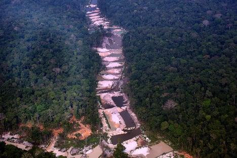No Brasil, área de garimpo superou a da mineração industrial em 2020