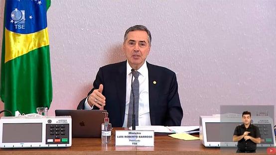 Barroso defende a senadores a implantação do voto distrital misto