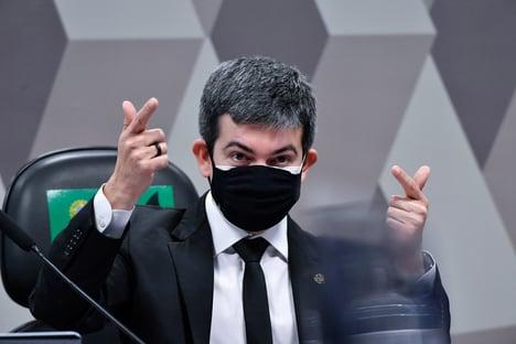 """Randolfe para Marcos do Val: """"Me respeite, você e as suas milícias"""". Depois, senador se desculpou"""