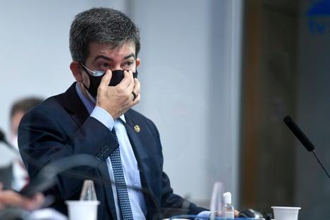 """Randolfe diz que golpe do fundão de R$ 5,7 bilhões é um """"escárnio"""""""