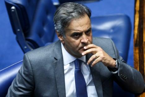 Após pressão do PSDB, Aécio deixa comissão do voto impresso