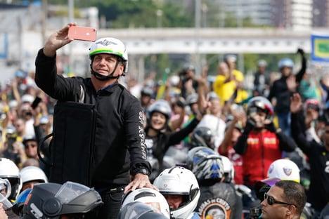 Deputados requerem informações sobre passeio de Bolsonaro no Rio
