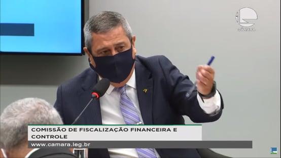 Braga Netto diz ter vetado uso de dinheiro público para militares comprarem cerveja
