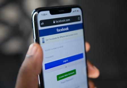 """Facebook diz que estuda criar """"comitê eleitoral"""""""