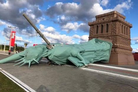 Estátua da Havan é derrubada após passagem de ciclone no Rio Grande do Sul