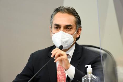 Carluxo e Filipe Martins participaram de reunião com a Pfizer em dezembro de 2020