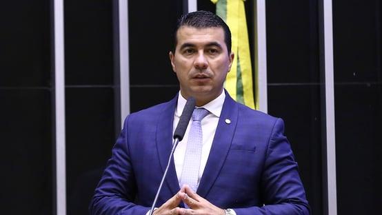 Urgente: CPI da Covid aprova convite para ouvir deputado que alertou Bolsonaro sobre Covaxin