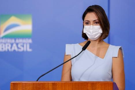 Michelle se vacinou contra a Covid, diz Bolsonaro