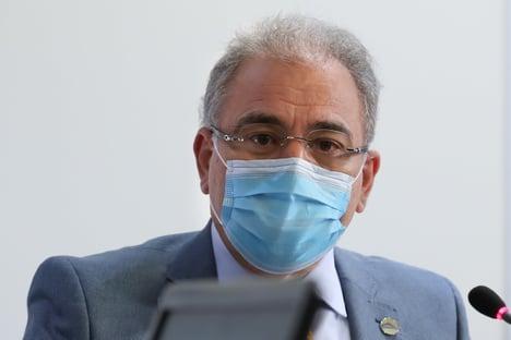 Queiroga prometeu à OMS incentivar o uso de máscaras