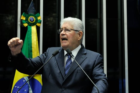 """Requião anuncia saída do MDB: """"O partido que fundei foi tomado por Bolsonaro"""""""