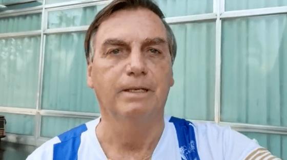 Bolsonaro ignora 500 mil mortes e homenageia policiais em vídeo