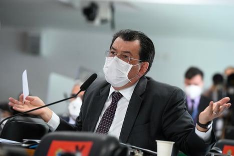 """""""Precisamos investigar"""", diz Eduardo Braga, sobre acusações de Luis Miranda"""