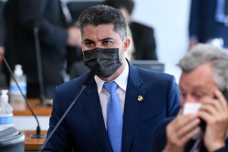 """""""Não tem que ter blindagem"""", diz senador governista, sobre compra da Covaxin"""