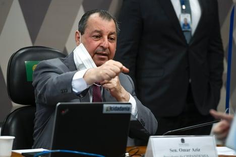 """""""Eu acuso quem defende tratamento precoce como política pública e acabou"""", diz Aziz"""