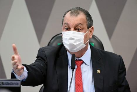 Aziz evitará rebater a família Bolsonaro