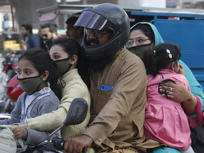 Covid: Paquistão vai cortar sinal de celular de quem recusar vacina