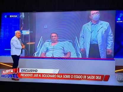 Bolsonaro aparece ao vivo do hospital no programa de Sikêra Jr.