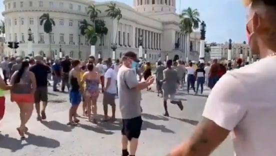 Milhares de cubanos saem às ruas contra a ditadura