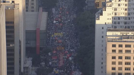 Manifestação contra Bolsonaro volta a fechar a Paulista