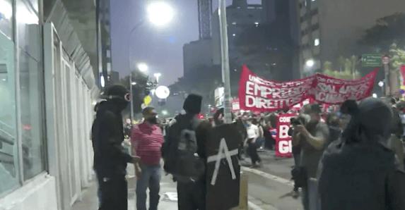 Manifestação em São Paulo termina em quebradeira
