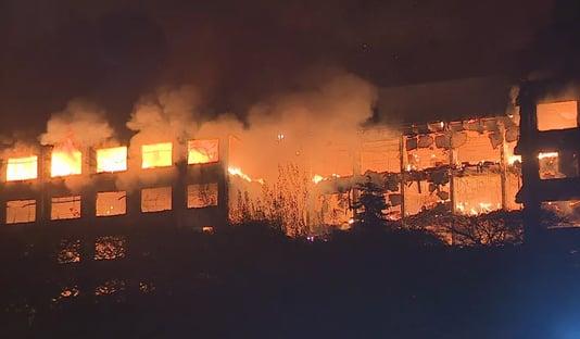 Bombeiros seguem desaparecidos após incêndio na Secretaria de Segurança do RS; assista