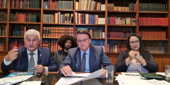Bolsonaro se nega a responder sobre Luis Miranda: caguei para a CPI