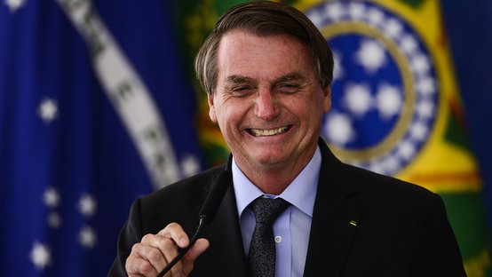 Bolsonaro incorpora Dilma Rousseff e celebra milagre matemático