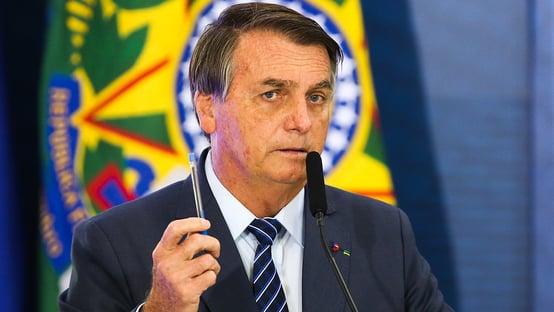 Que insistência para vender vacina, diz Bolsonaro, sobre Pfizer