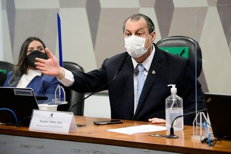 """Chamado de 'anta amazônica', Aziz responde a Bolsonaro: """"Onças vão pegar o macaco guariba"""""""