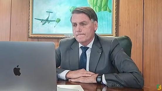 Bolsonaro diz que, longe de réus, perde quase metade do parlamento