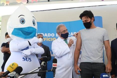 Marcelo Queiroga vacina três ministros de Bolsonaro