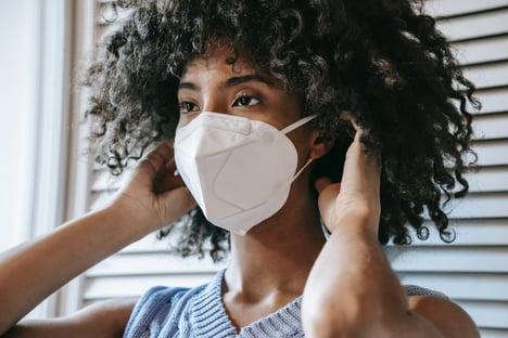 CDC dos EUA reverte orientação e recomenda máscara para vacinados em lugares fechados
